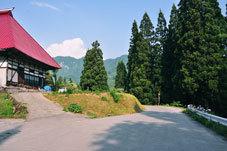 小谷古民家春から夏の終わり5神宮寺の道ばたにて.jpg