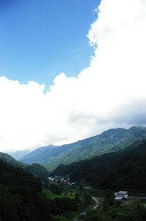 小谷村古民家再生夏の集落2011.jpg